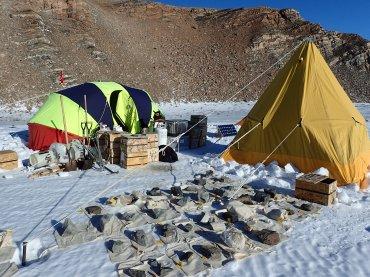 Rock samples lined up at camp © www.elizabeth-erickson.com